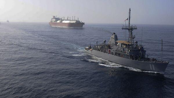 Americké válečné lodě doprovázejí tanker s LNG - Sputnik Česká republika