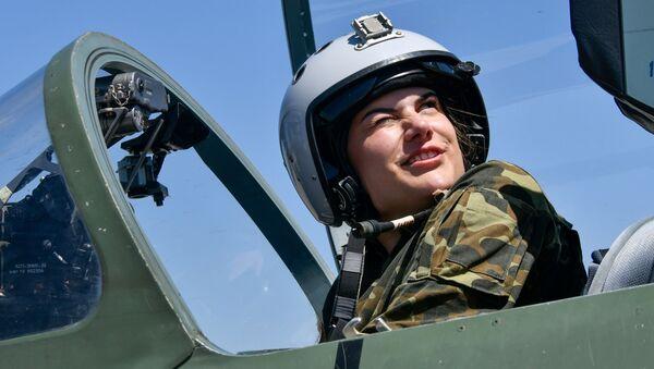 Ruské dívky za kormidly československých letadel aneb Jak probíhá výcvik bojových letkyň - Sputnik Česká republika