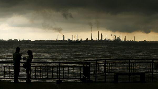 Ropná rafinerie Pulau Bukom v Singapuru - Sputnik Česká republika