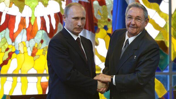 Vladimir Putin a Raúl Castro - Sputnik Česká republika