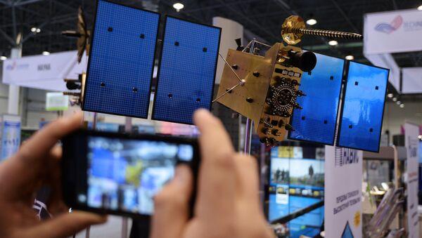 Maketa družice GLONASS-K - Sputnik Česká republika