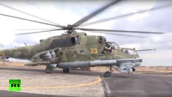 Vrtulníky Mi-24 hlídají ruskou základnu v Sýrii. VIDEO - Sputnik Česká republika