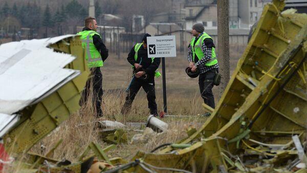 Nizozemští experti pracují na místě havárie MH17 - Sputnik Česká republika