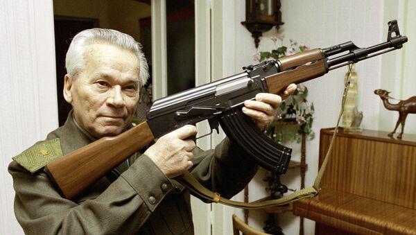 Mikhail Kalašnikov, konstruktér legendárního samopalu AK-47 - Sputnik Česká republika