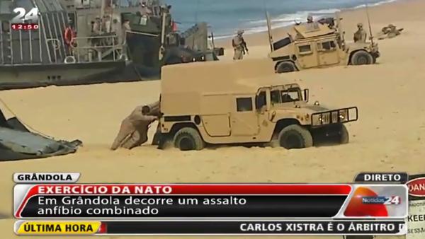 Pláž proti NATO: vojenská technika uvízla v písku - Sputnik Česká republika