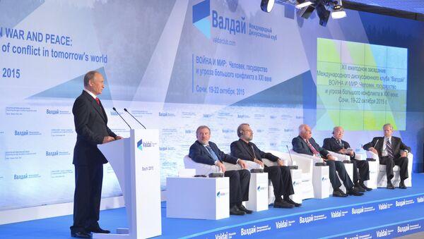 Ruský prezident Vladimir Putin na zasedání diskusního klubu Valdaj - Sputnik Česká republika