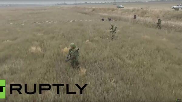 Dron zachytil nebezpečné odminování u Doněcku - Sputnik Česká republika