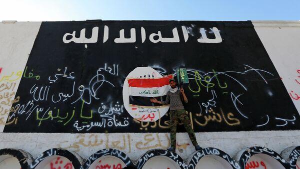 Vlajky Iráku a IS - Sputnik Česká republika