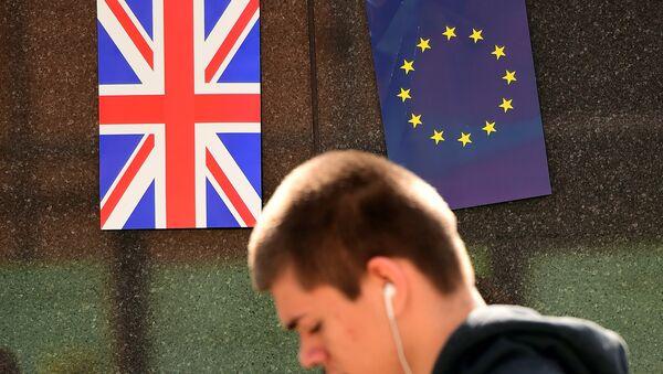 Vlajky EU a Velké Británie - Sputnik Česká republika