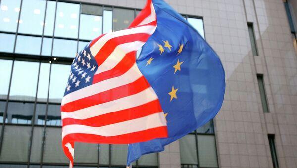 Vlajky EU a USA - Sputnik Česká republika