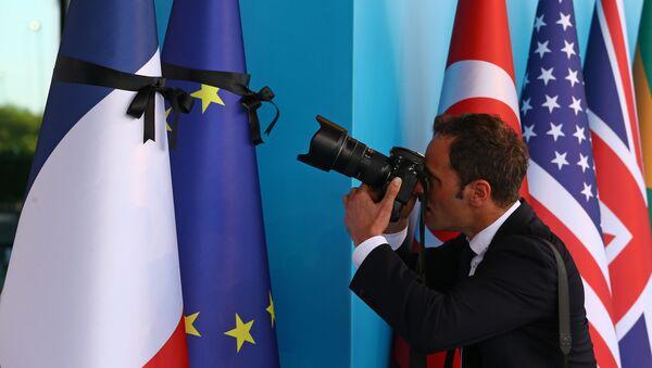Vlajky EU a Francie - Sputnik Česká republika
