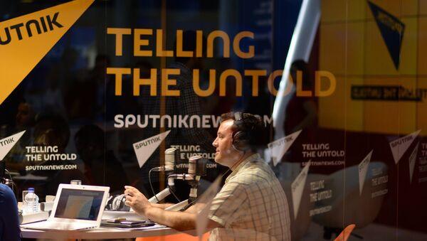 Rozhlasové studio Sputniku během SPIEF-2015 - Sputnik Česká republika