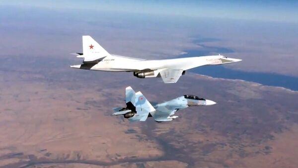 Ruská stíhačka Su-30SM a bombardér Tu-160 - Sputnik Česká republika