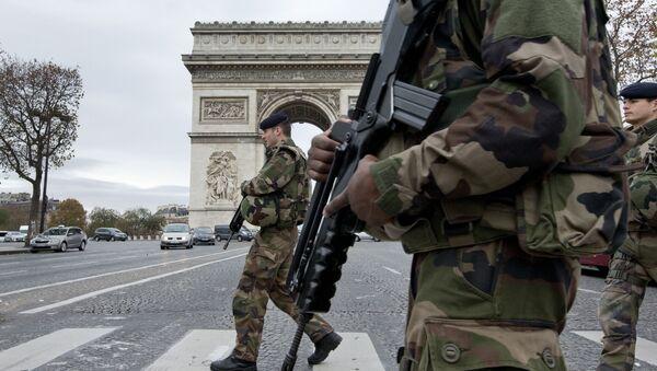 Francouzští vojáci v Paříži - Sputnik Česká republika