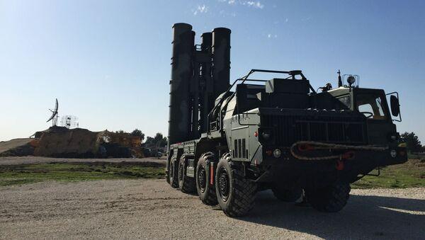 Poradce ruského prezidenta pro otázky vojensko-technické spolupráce Vladimir Kožin řekl novinářům, že S-400 rozmístěný v Sýrii, se prodávat nebude, a po splnění úkolu se vrátí do Ruska - Sputnik Česká republika
