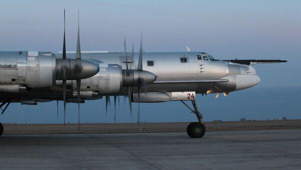 Tupolev Tu-95 je strategický čtyřmotorový turbovrtulový bombardér - Sputnik Česká republika