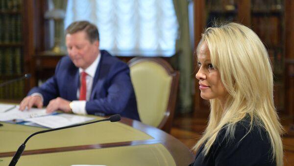 """""""Zdá se mi, že Rusko dokáže dobýt srdce a rozum všech lidí na světě, jestliže se ujme vedení v boji za ochranu životního prostředí a za práva zvířat, prohlásila Andersonová - Sputnik Česká republika"""