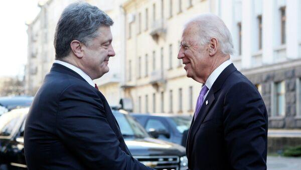 Joe Biden a Petro Porošenko - Sputnik Česká republika