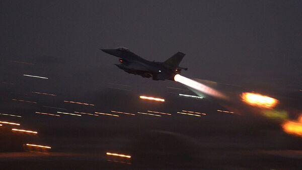 Americký F-16 v Turecku - Sputnik Česká republika