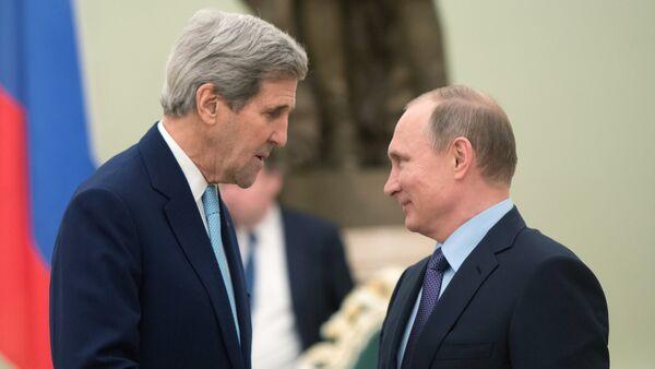 Ruský prezident Vladimir Putin a americký ministr zahraničí John Kerry - Sputnik Česká republika