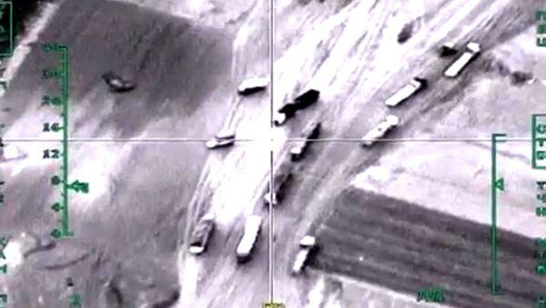 Útok ruského letectva na vozidla s ropou v Sýrii - Sputnik Česká republika