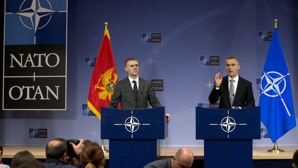 Ministr zahraničních věcí Černé Hory Igor Lukšič a generální tajemník NATO Jense Stoltenberga - Sputnik Česká republika