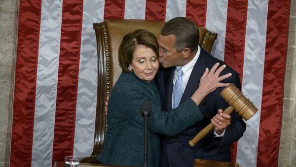 Lídr demokratické menšiny v komoře představitelů kongresu USA Nancy Pelosiová a ex-předseda komory John Boehner - Sputnik Česká republika