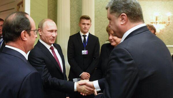 Ruský prezident Vladimir Putin a ukrajinský prezident Petro Porošenko - Sputnik Česká republika