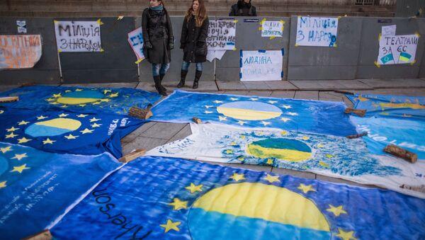 Vlajky EU s názvy ukrajinských měst - Sputnik Česká republika