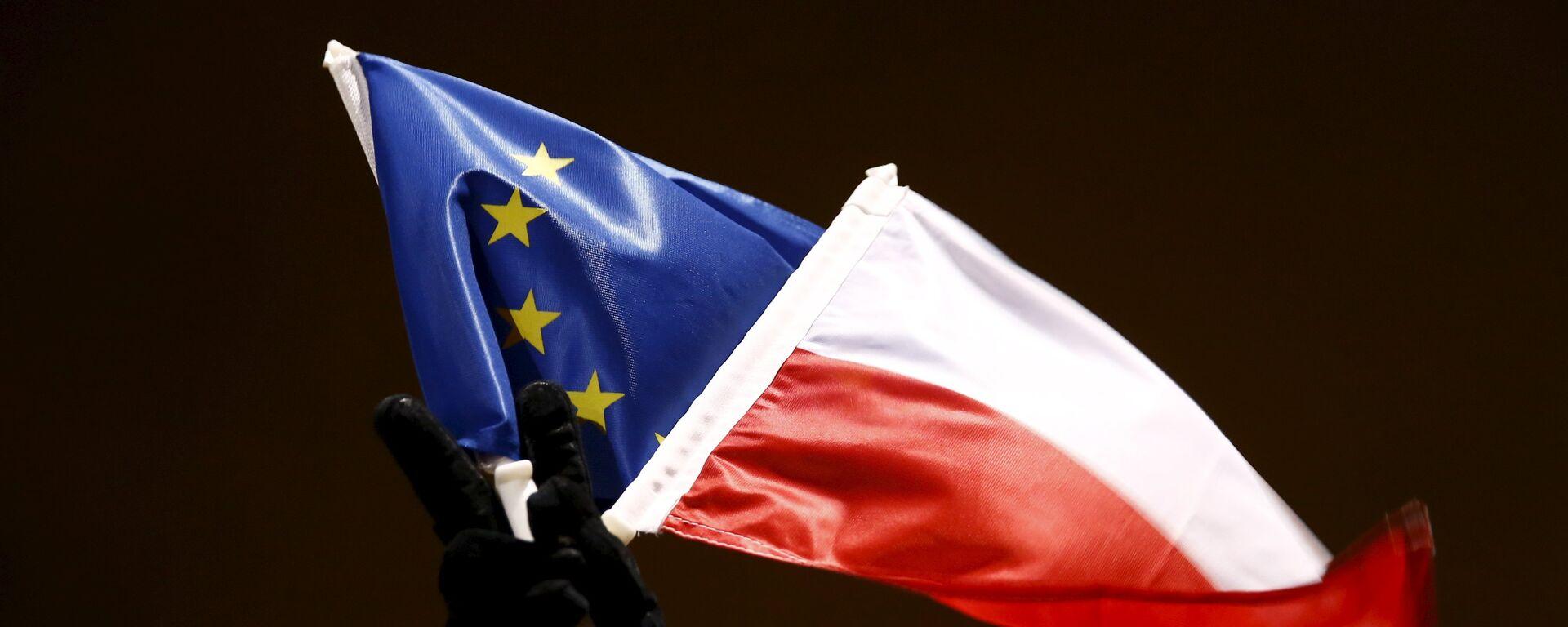 Vlajky EU a Polska - Sputnik Česká republika, 1920, 10.09.2021