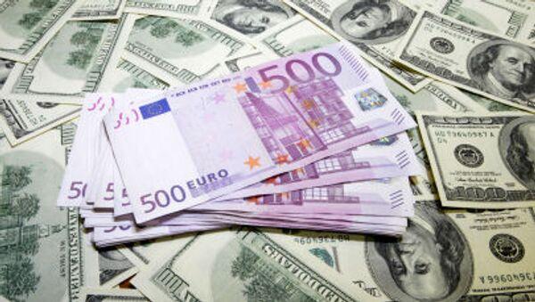 Dolary a eura - Sputnik Česká republika