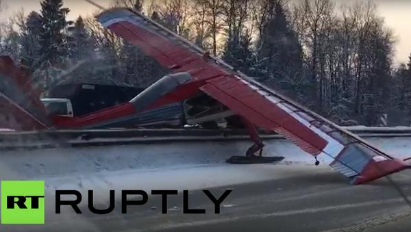 Letadlo tvrdě přistálo - Sputnik Česká republika