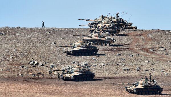 Turecké tanky na syrské hranici - Sputnik Česká republika