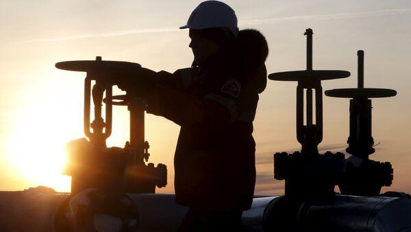 Ropovod společnosti Lukoil, Rusko - Sputnik Česká republika