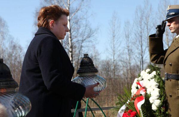 Květiny a svíčky na památku obětí havárie u Smolensku - Sputnik Česká republika