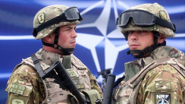 Gruzinští vojáci během cvičení NATO - Sputnik Česká republika