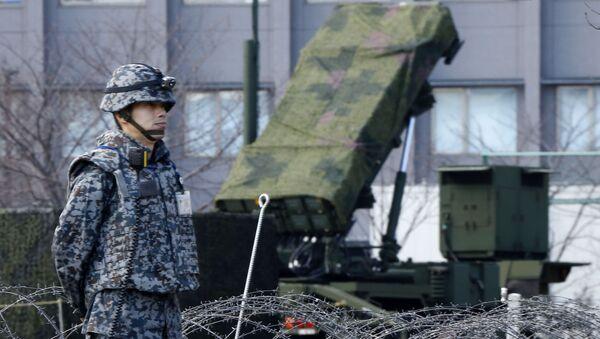 Japonský voják vedle systému protivzdušné obrany Patriot - Sputnik Česká republika