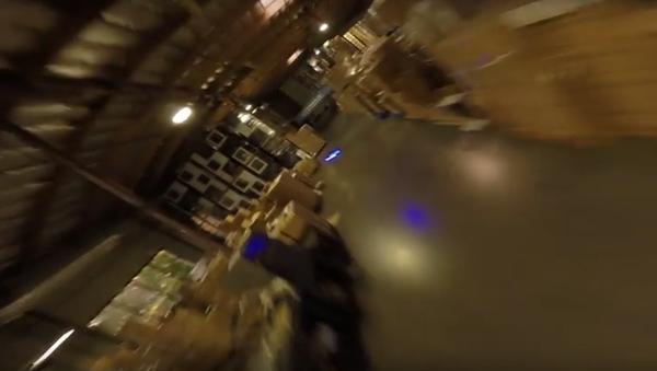 Závody dronů v přeplněném skladu - Sputnik Česká republika