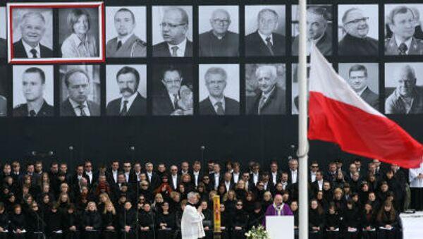 Upomínkový obřad na Piłsudského náměstí ve Varšavě pro oběti letecké katastrofy u Smolensku, 17. dubna 2010. - Sputnik Česká republika
