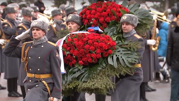 Putin položil věnec ke hrobu Neznámého vojína - Sputnik Česká republika