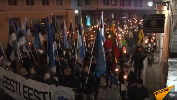 Ódinovi vojáci pochodovali s pochodněmi nočním Tallinem - Sputnik Česká republika