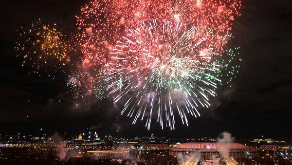 Slavnostní ohňostroj na počest Dne obránců vlasti v Moskvě - Sputnik Česká republika