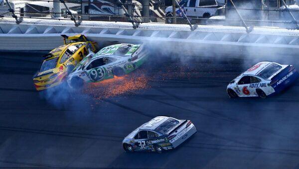 Havárie automobilů série NASCAR v závodě Daytona 500 - Sputnik Česká republika