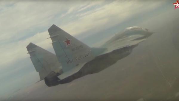 Su-27 a MiG-29 za extrémních povětrnostních podmínek - Sputnik Česká republika