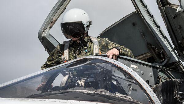 Ruský bombardér Su-24 na letecké základně Hmeimim - Sputnik Česká republika