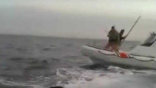 Turecká pobřežní stráž zaútočila tyčemi na loď s běženci - Sputnik Česká republika