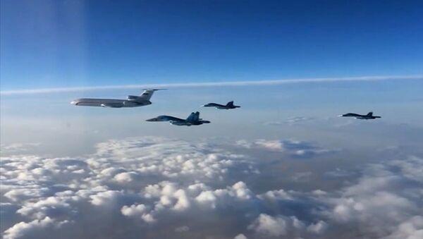 Ruská vojenská letadla směřují domů se začátkem vojenského stahování: Tu-154 a Su-34 - Sputnik Česká republika
