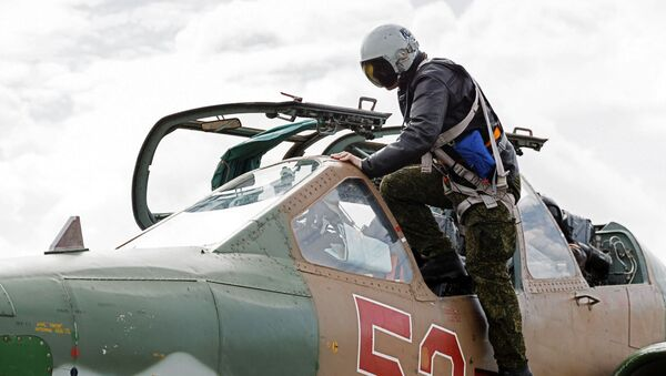 Ruský letec na základně Hmeimim - Sputnik Česká republika