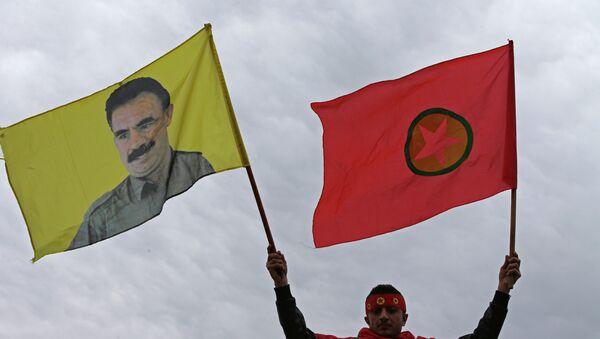 Vlajka Strany kurdských pracujících (PKK) - Sputnik Česká republika