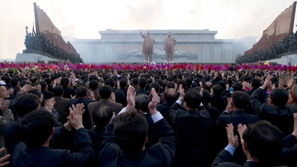 Pomník Kim Ir-sena a Kim Čong-li v Pchjongjangu - Sputnik Česká republika